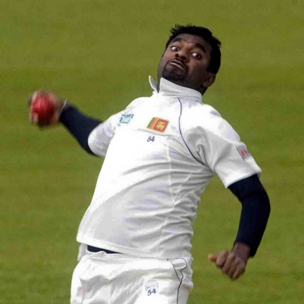 29.4.6_cricket_Derbyshire v Sri Lanka, Derby_murali bowls to stuubings.